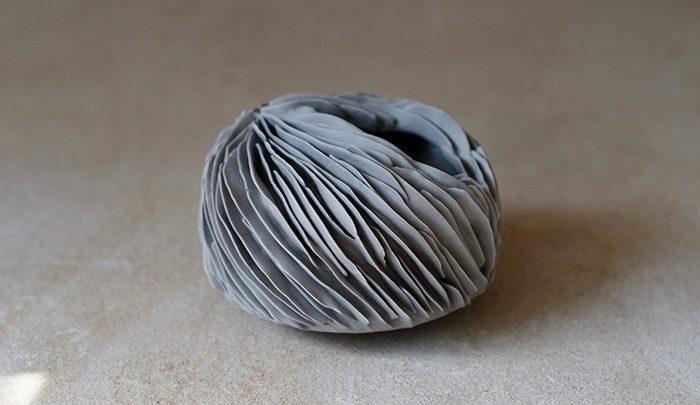 دست کاری در قوانین سنتی هنر؛ ظروف دفرمه ، تصاویر