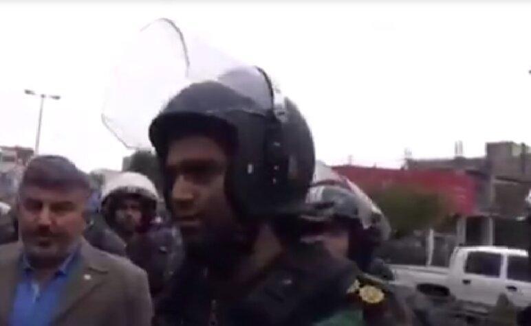 ویدئوی دیدنی اظهارات یک فرمانده یگان ویژه در اعتراضات بنزینی ، تا جایی که راه دارد نزنیم ؛ اینها دشمن ما نیستن