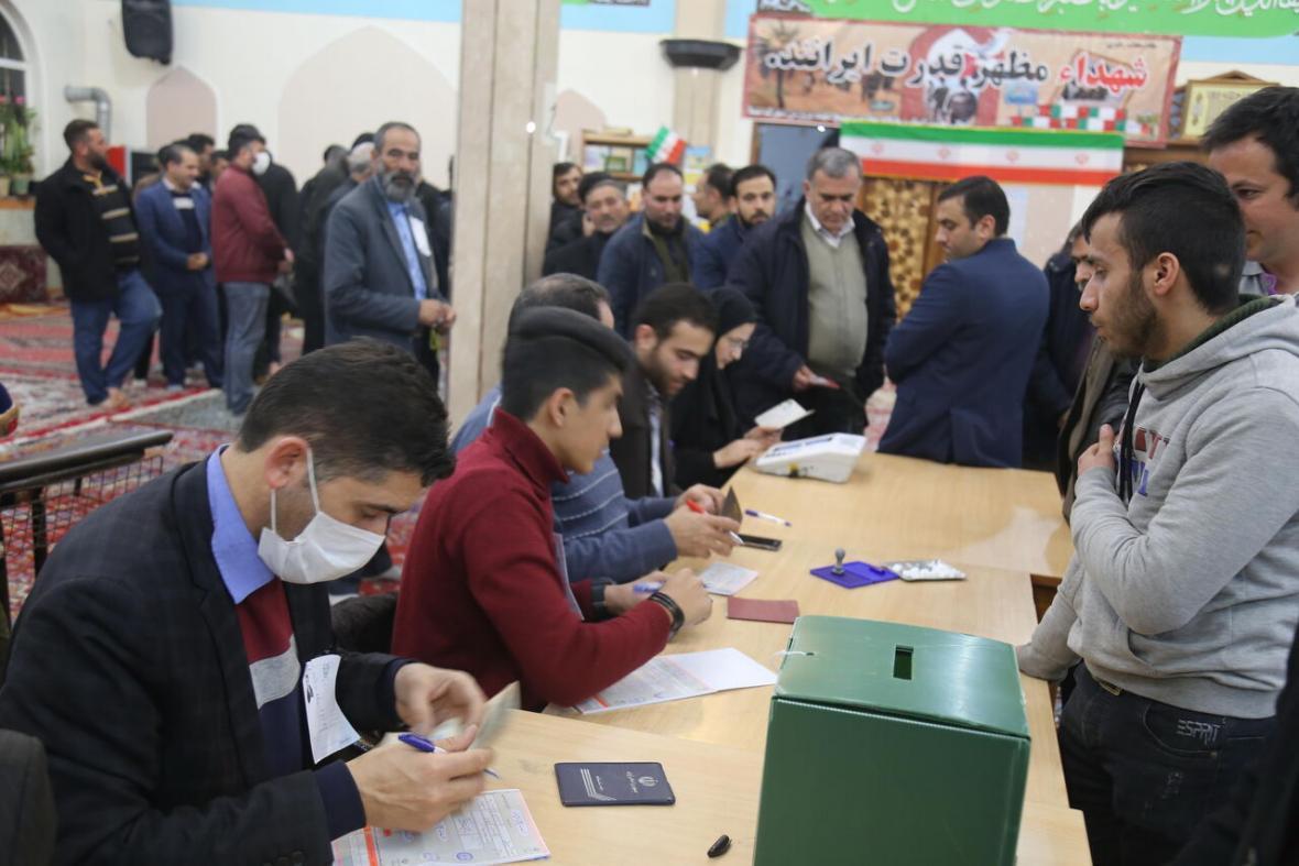 خبرنگاران مهلت رای گیری انتخابات در قزوین تا ساعت 23 تمدید شد