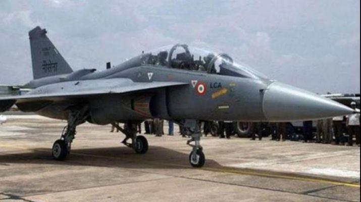 خبرنگاران یک جنگنده نیروی دریایی هند سقوط کرد