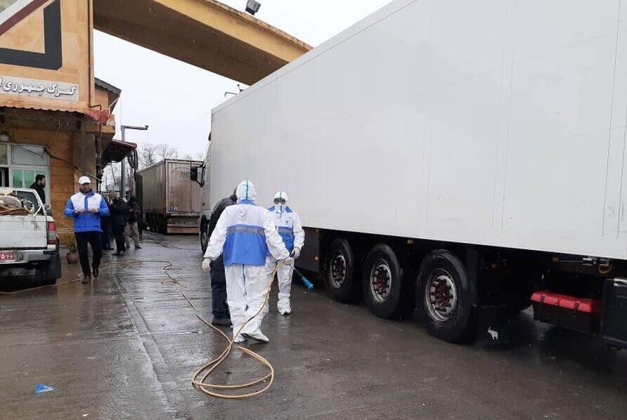 خبرنگاران خودروهای باری ورودی به کشور از مرز ارمنستان و نخجوان ضد عفونی می شوند