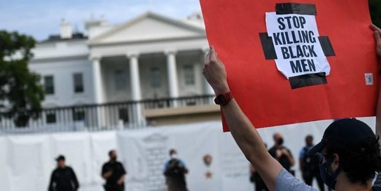 فیلم، تظاهرات بیرون کاخ سفید با دخالت پلیس به خشونت کشیده شد