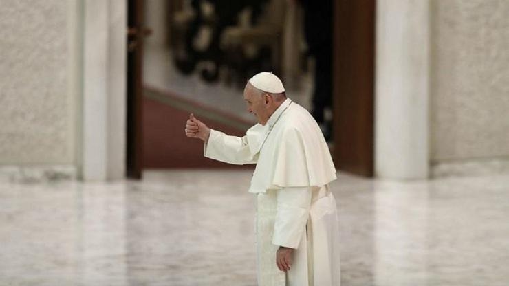 شروع تحقیقات واتیکان: چطور پاپ عکس مدل برزیلی را لایک نموده؟