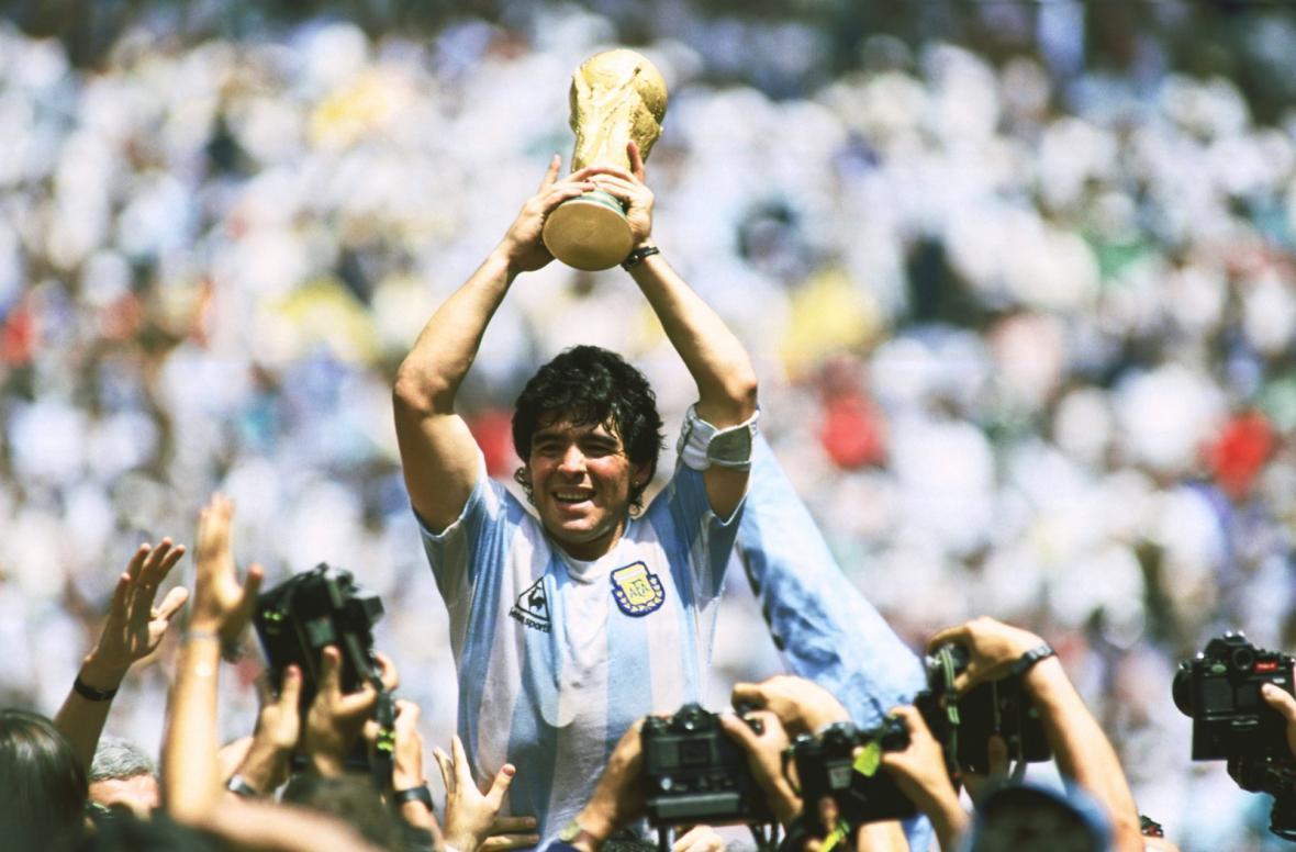 یک دقیقه سکوت به احترام مارادونا در رقابت های اروپایی