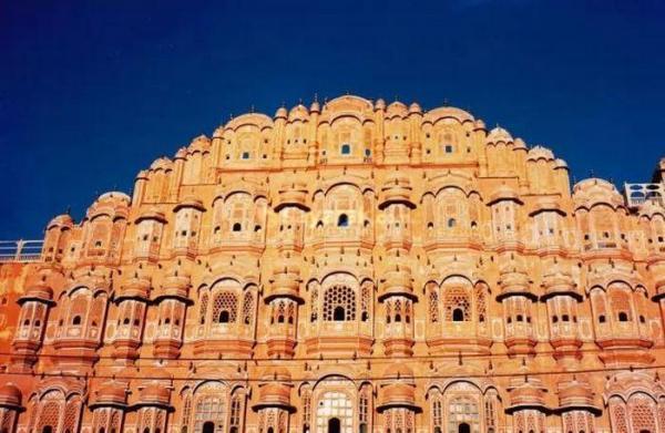 10 جاذبه باستانی هندوستان با اسرار تاریخی عجیب
