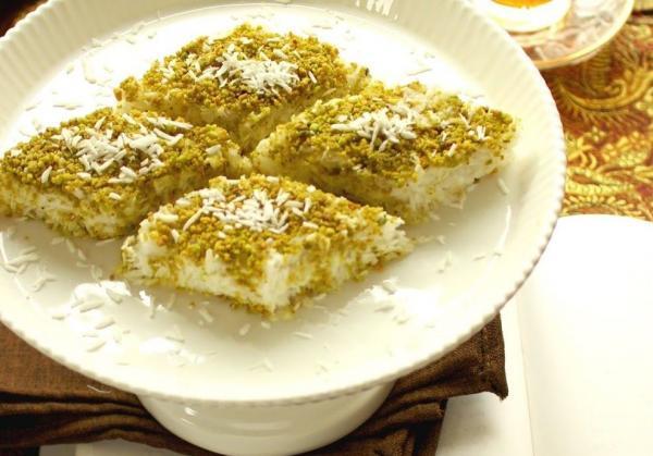 طرز تهیه لوز نارگیل (شیرینی مخصوص عید نوروز)