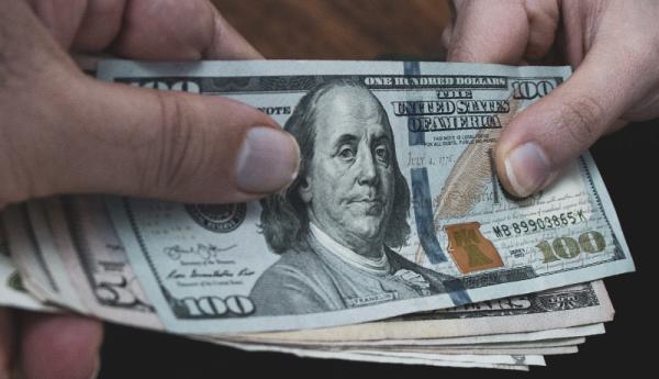 دلار در بهمن گران می گردد یا ارزان؟