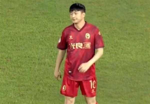 اتفاقی عجیب در فوتبال چین؛ خرید تیم برای میدان دادن به فرزند ناآماده مالک!
